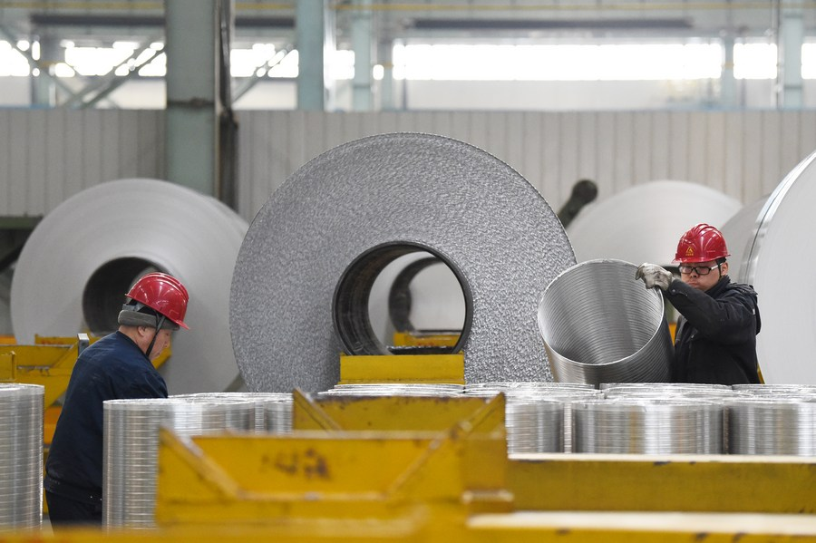 China's chemical fiber industry sees profit surge in Jan.-Aug.
