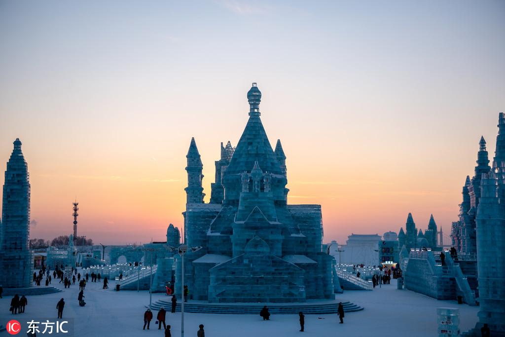 Spectacular ice sculptures hot in Harbin