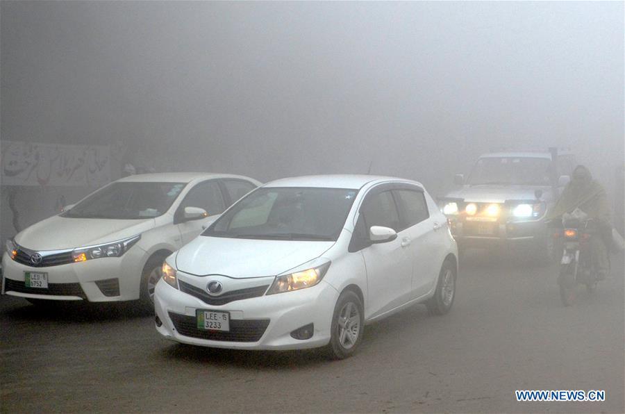 Dense fog blankets Lahore, E Pakistan