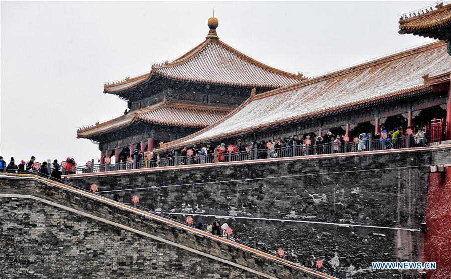Visitors enjoy snow scenery at Palace Museum in Beijing
