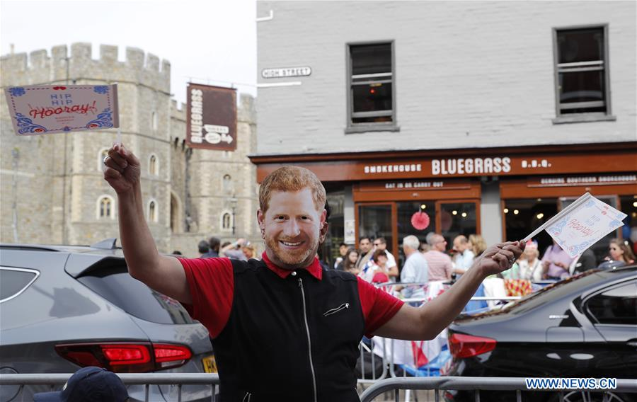 In pics: one day before Royal Wedding in Britain