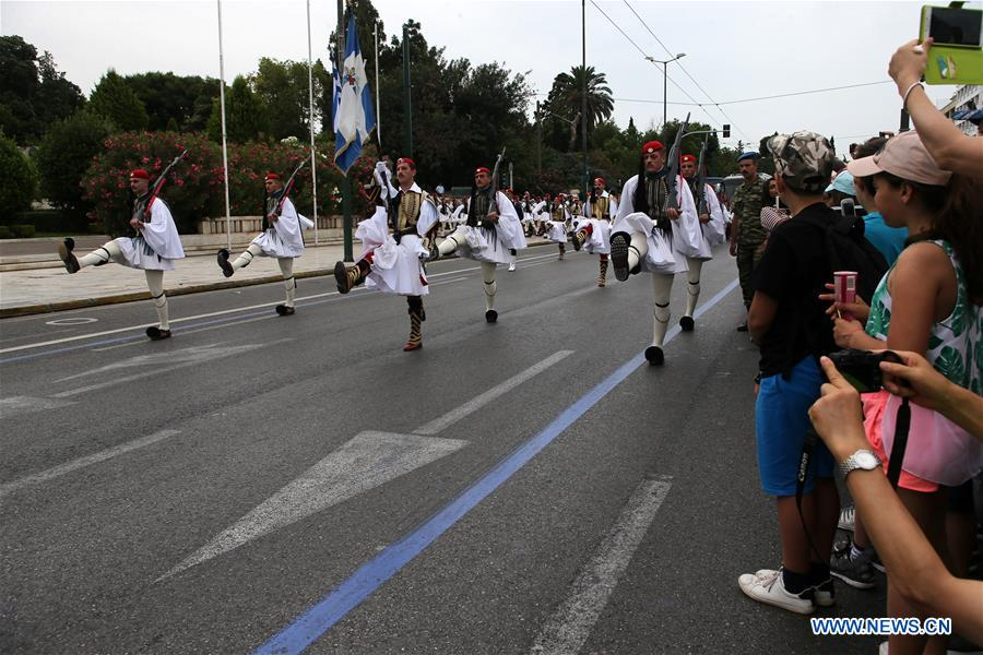 In pics: changing of the Presidential Guard ceremony in Athens, Greece