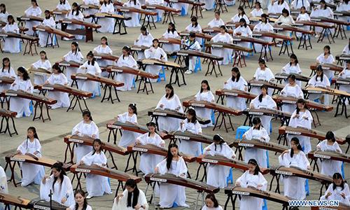 Guzheng and Qipao show held in Xi'an, China's Shaanxi