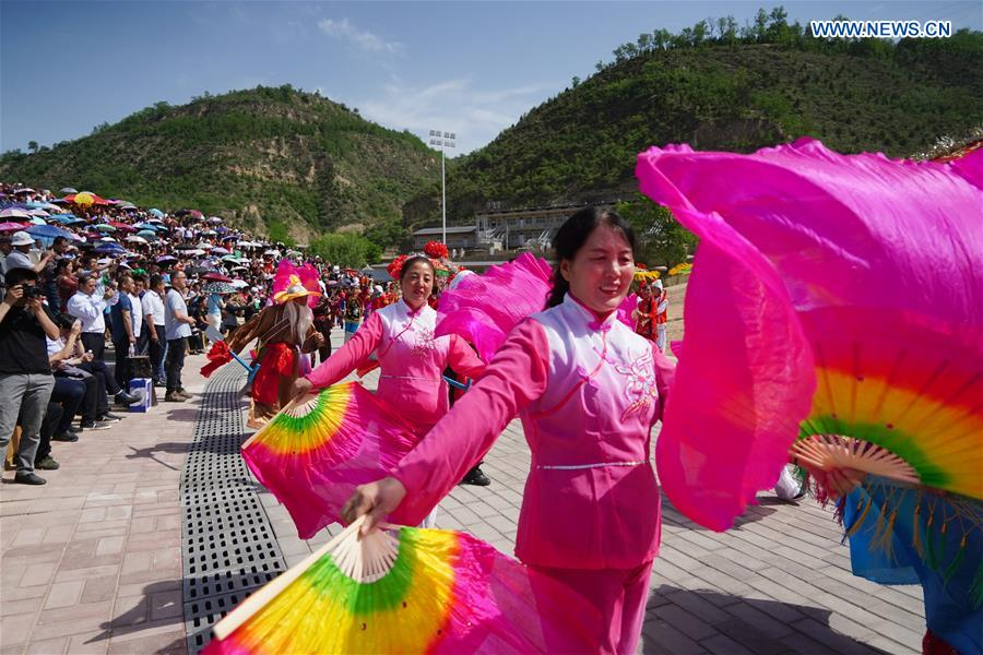 Waist drum performance staged in NW China's Shaanxi