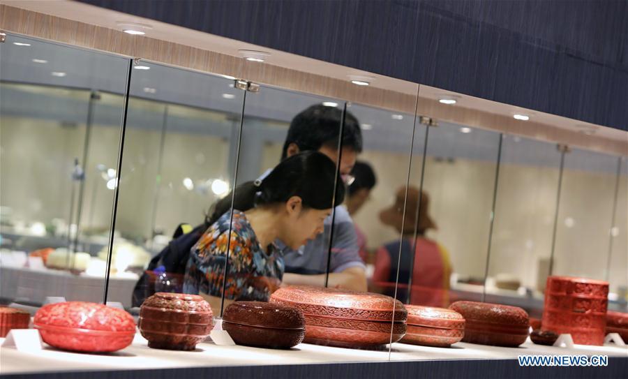 11th intl antiques fair held in Hong Kong