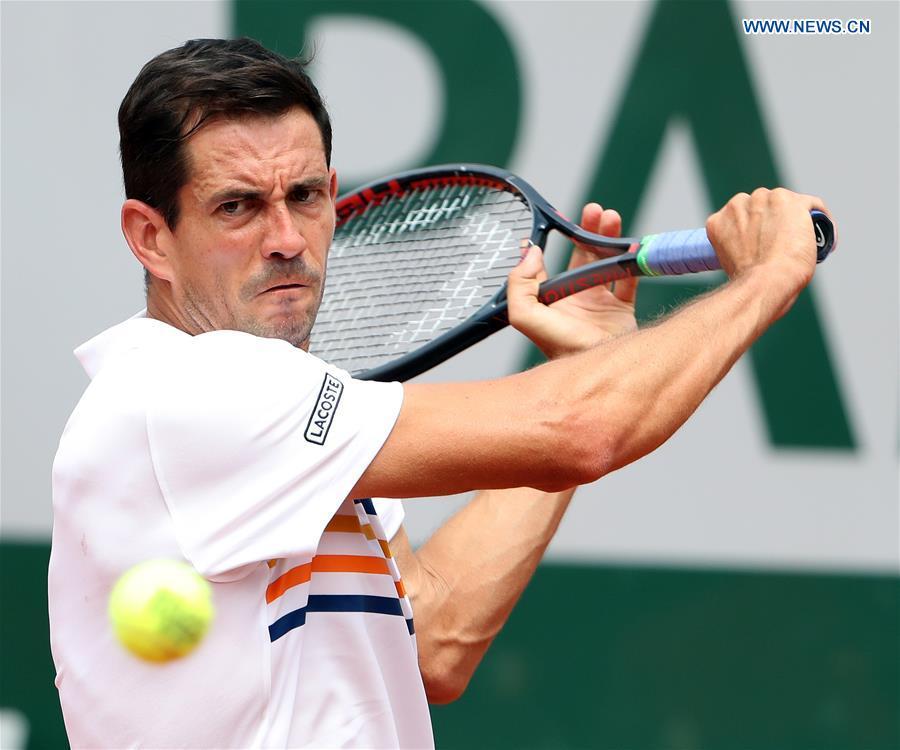 Guillermo Garcia-Lopez beats Stan Wawrinka 3-2 at French Open Tennis Tournament
