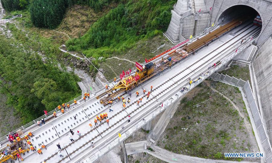 Track laying of Sichuan section of Chengdu-Guiyang railway line completed