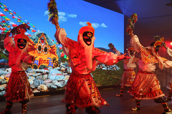 """A cultural performance is held during the opening ceremony of the international cultural and economic exchange event """"Blue Container on the New Silk Road"""" held in Duisberg, North Rhine-Westphalia, Germany, on June 2nd, 2018. [Photo: China Plus]"""