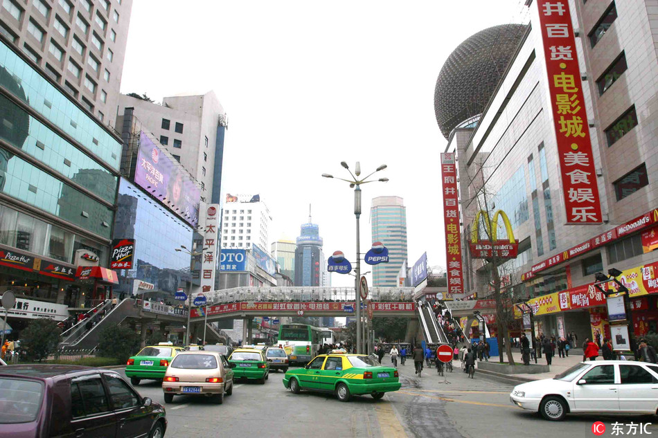 Street scene of a shopping center in Chengdu, capital Sichuan Province [File photo: IC]