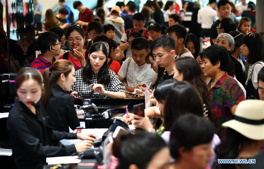 Hainan aims to be int'l tourism consumption center