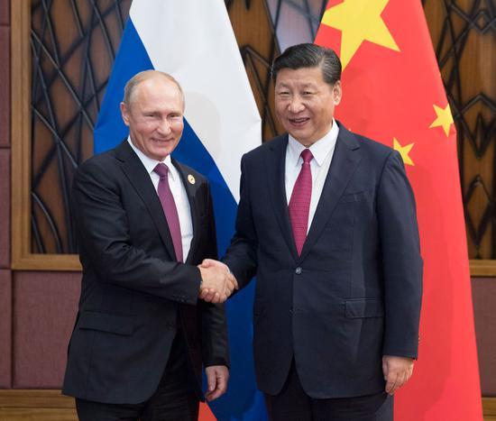 President Xi Jinping(R) meets with Russian President Vladimir Putin in Da Nang, Vietnam, Nov. 10, 2017. [(Photo/Xinhua)