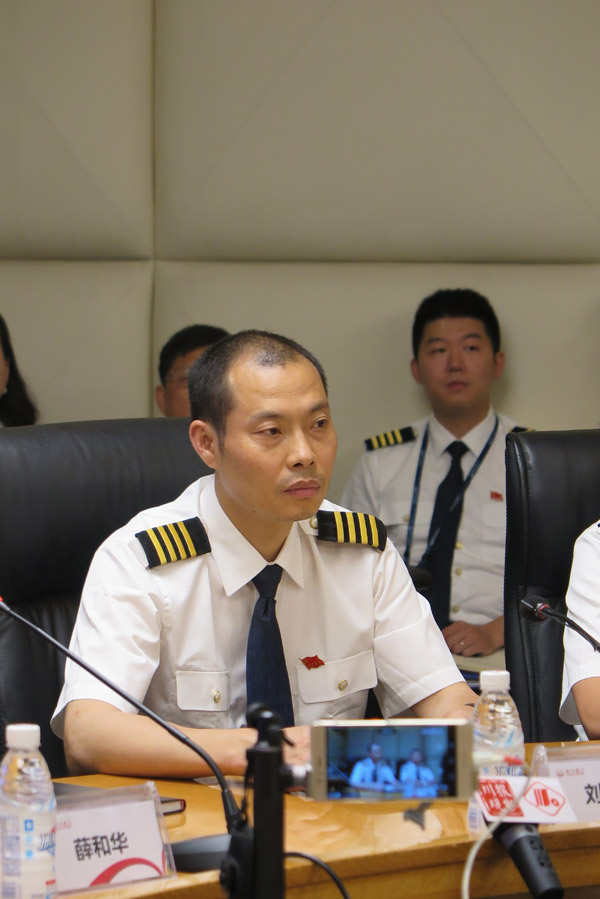 Heroic pilot honored and awarded 5 million yuan