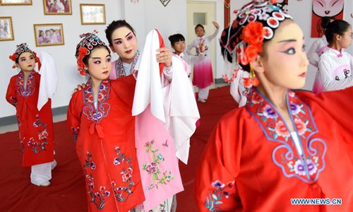 Chinese drama introduced to students in China's Hebei