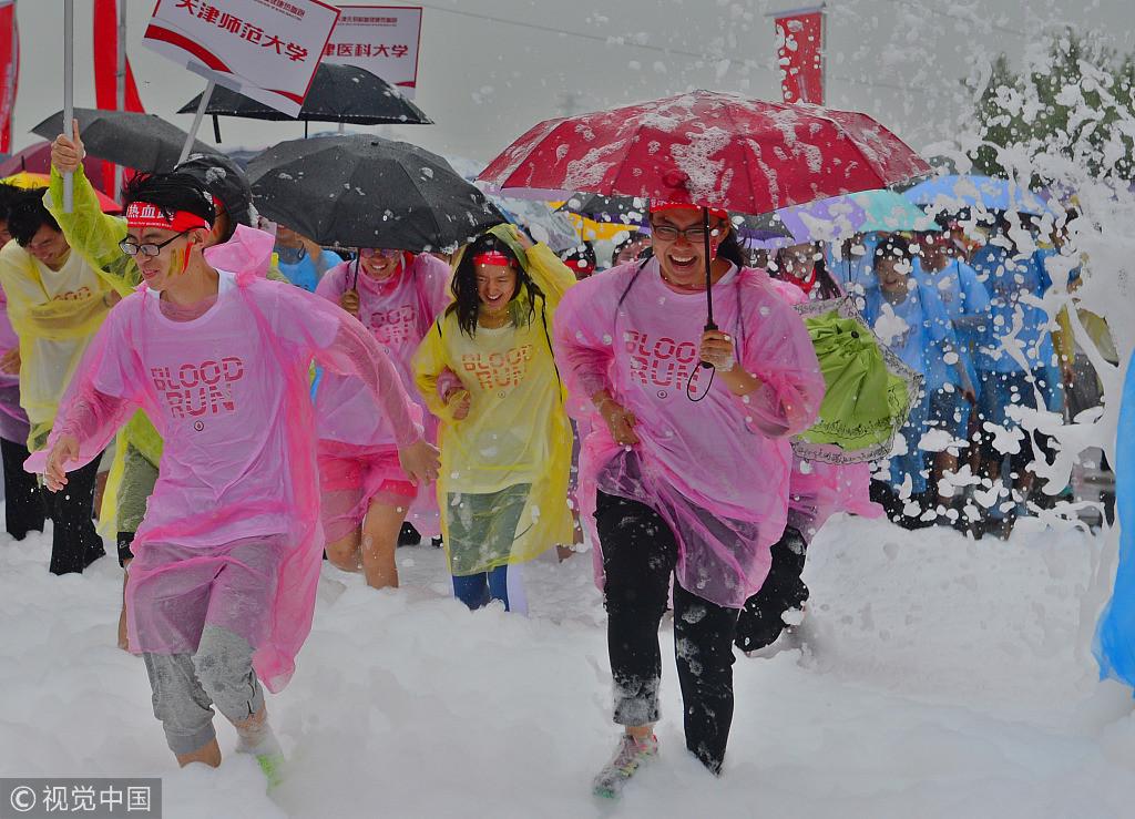 Fun with foam: Blood Run held in Tianjin