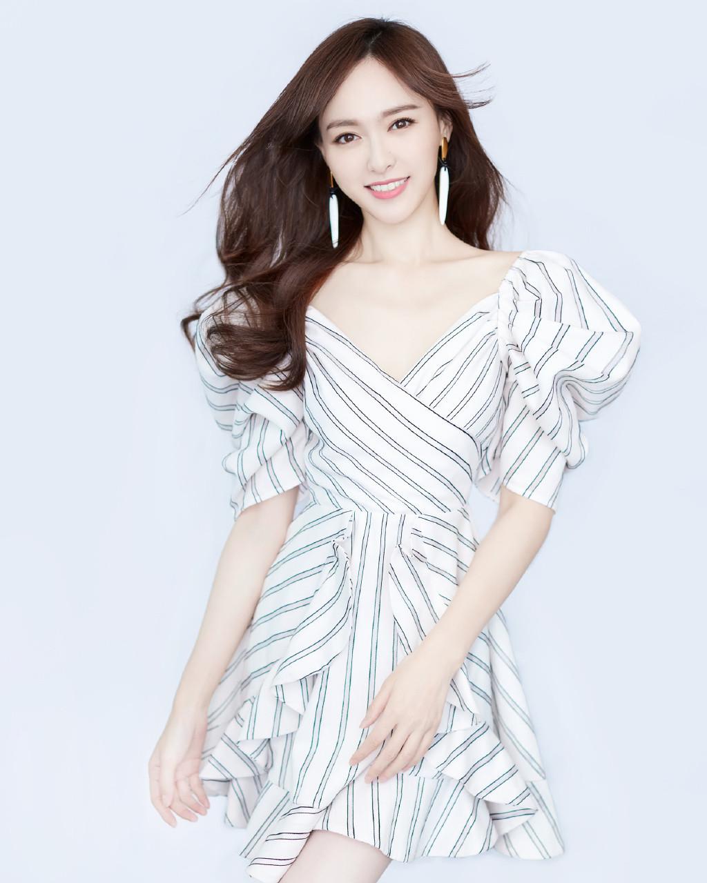 Pop actress Tang Yan releases fashion photos