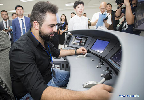 Foreign railway executives visit training base for high-speed railway staff in Wuhan