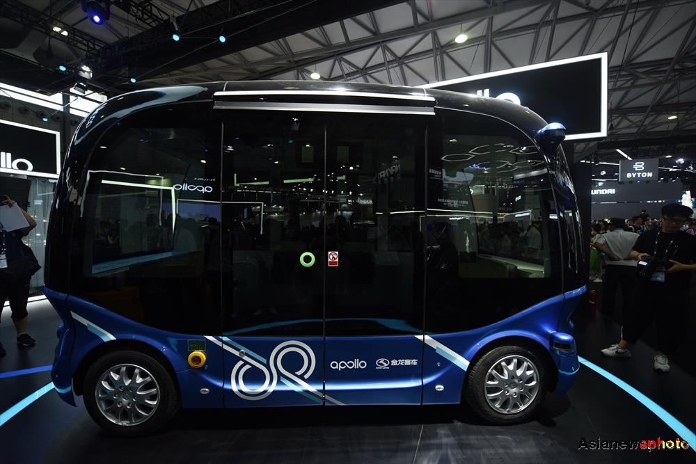Autopilot electric minibus Apolong make the public appearance at CES Asia