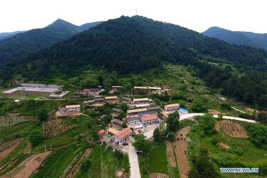 Aerial view of Lingkongshan Town in N China's Shanxi