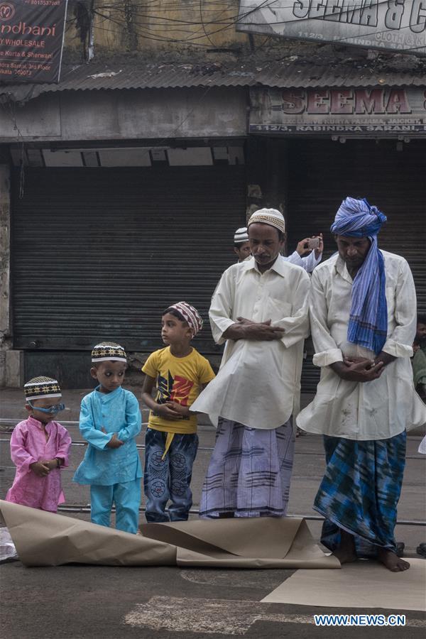 Muslims offer Eid al-Fitr prayers across world