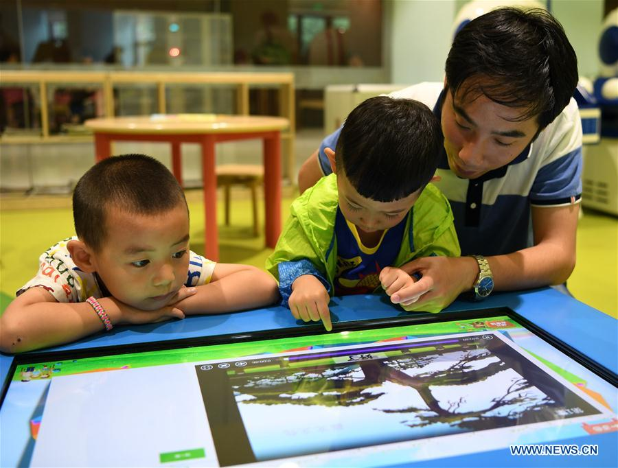 Parent-child reading library draws readers in north China