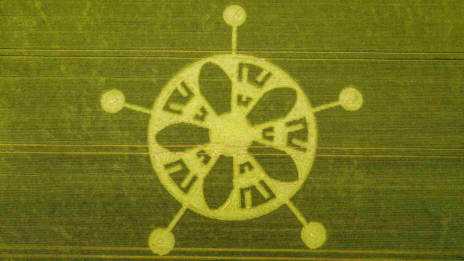 Crop circle appears in field near Stonehenge