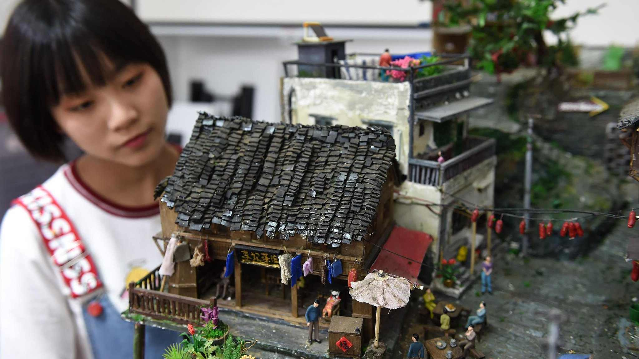Chinese students create 'mini Chongqing old town' in three months