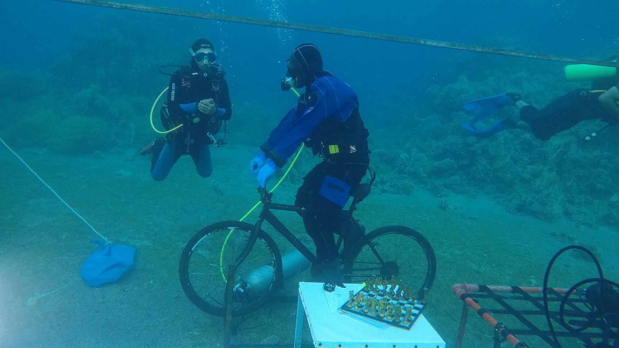 Man spends 48 hours living underwater