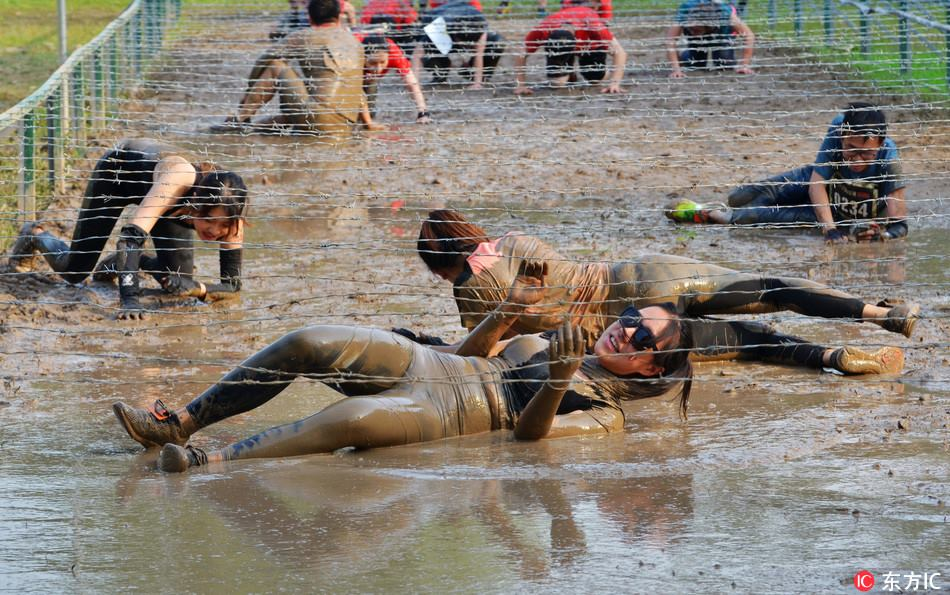 A mud run and obstacle race has been held in Beijing