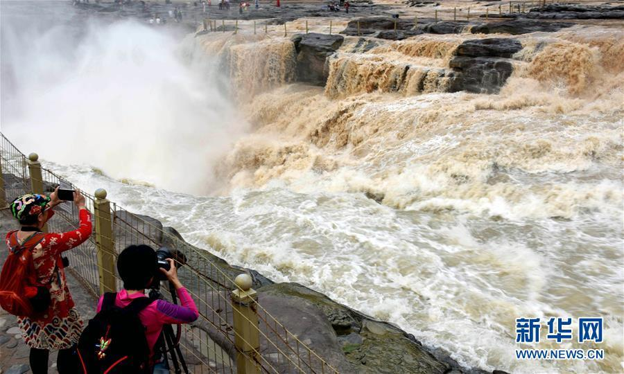 Splendid view of Hukou waterfall of Yellow River in north China's Shanxi Province