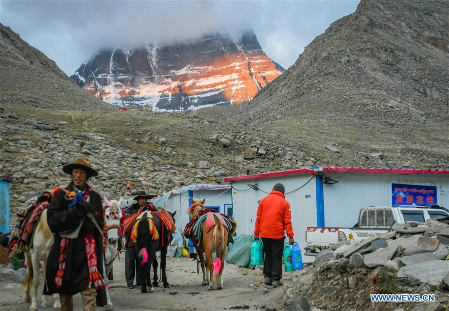 Scenery of Mount Kangrinboqe in China's Tibet