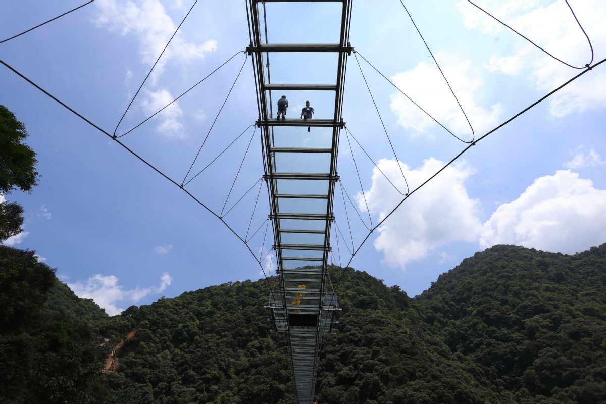 World's longest glass skywalk in S China scenic park