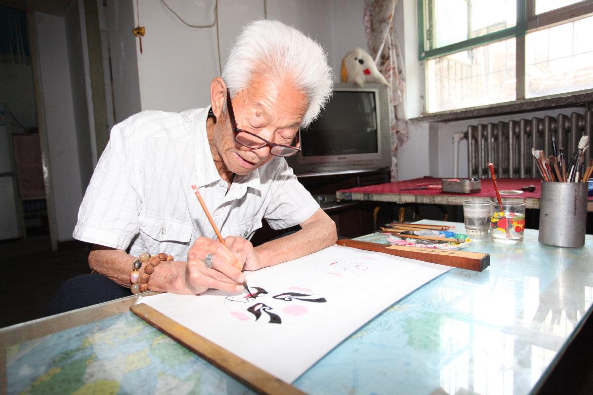 Man paints 700 Peking Opera masks in 50 years