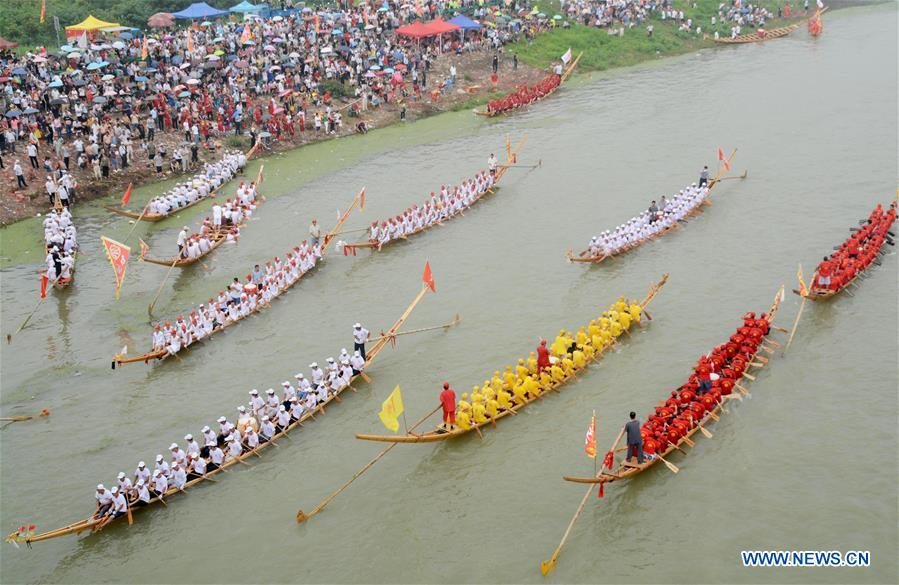 Dragon boat race held in China's Anhui
