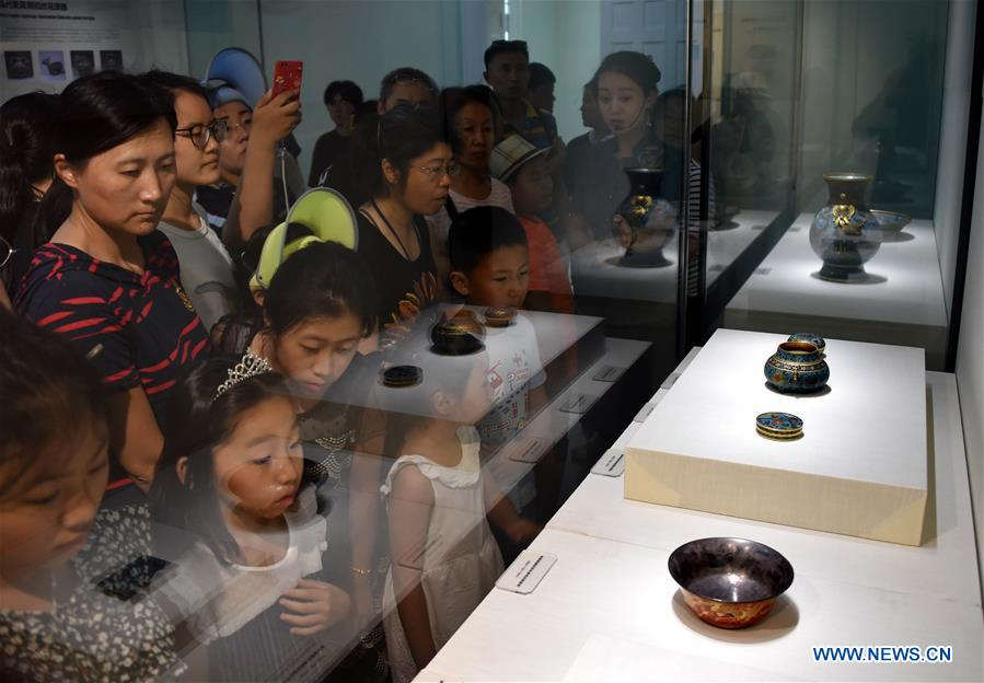 Exhibition of cultural relics from Palace Museum opens in Qingdao, east China