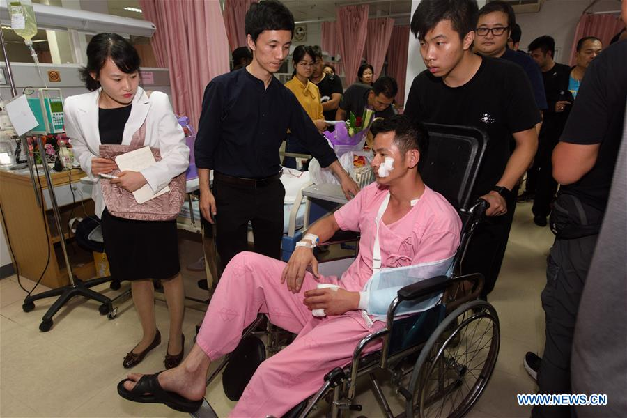 Chinese officials visit injured Chinese tourists in Thailand boat capsizing