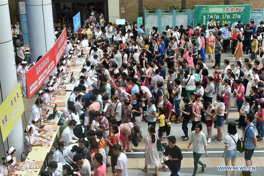 People receive Sanfu Paste treatment in Guangzhou, south China