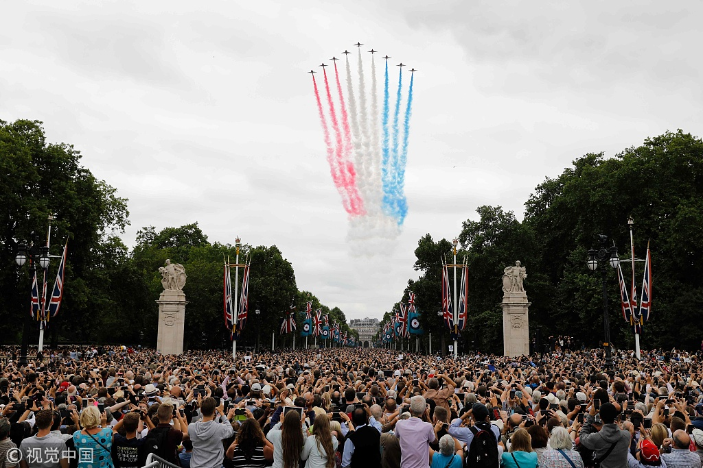 Stunning flypast delights crowd in London