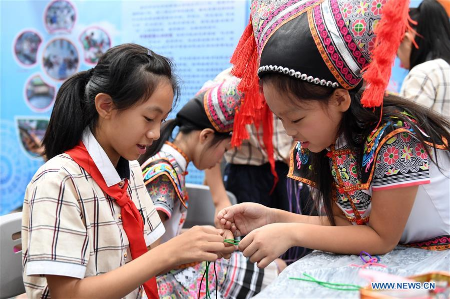 Students participate in 22th Nanning Int'l Stationery Fair in south China