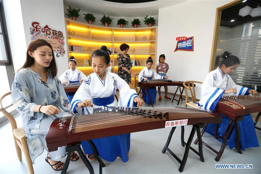 Students study traditional Chinese arts during summer vacation