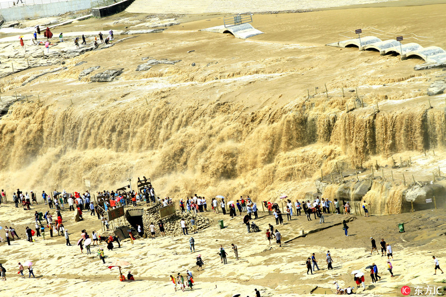Spectacular Hukou Waterfall on Yellow River after rain