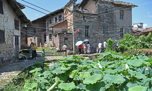 Lotus attract tourists in east China's Jiangxi