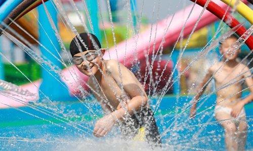 Children enjoy summer leisure time across China