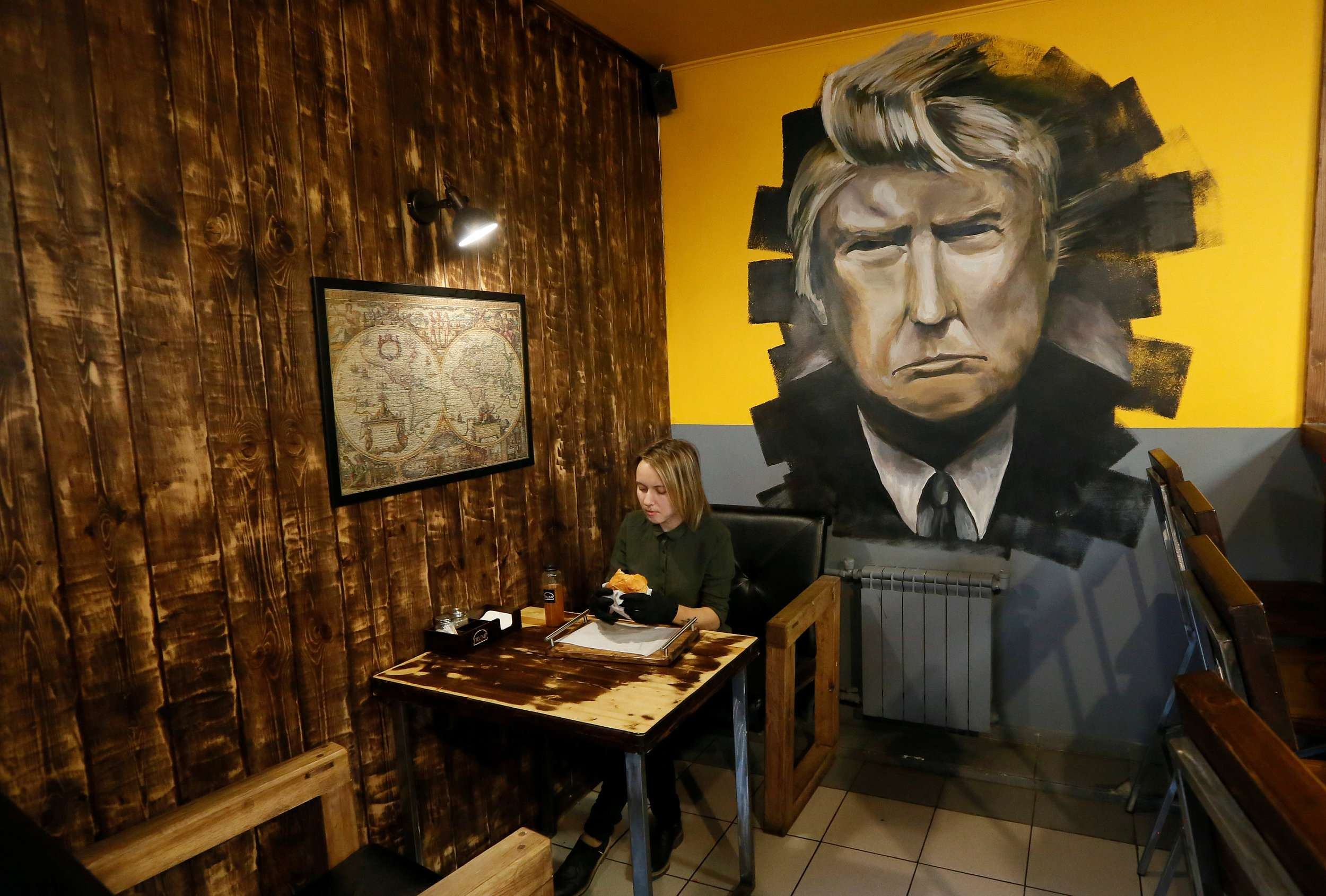 Trump burger joint draws customers in Siberia