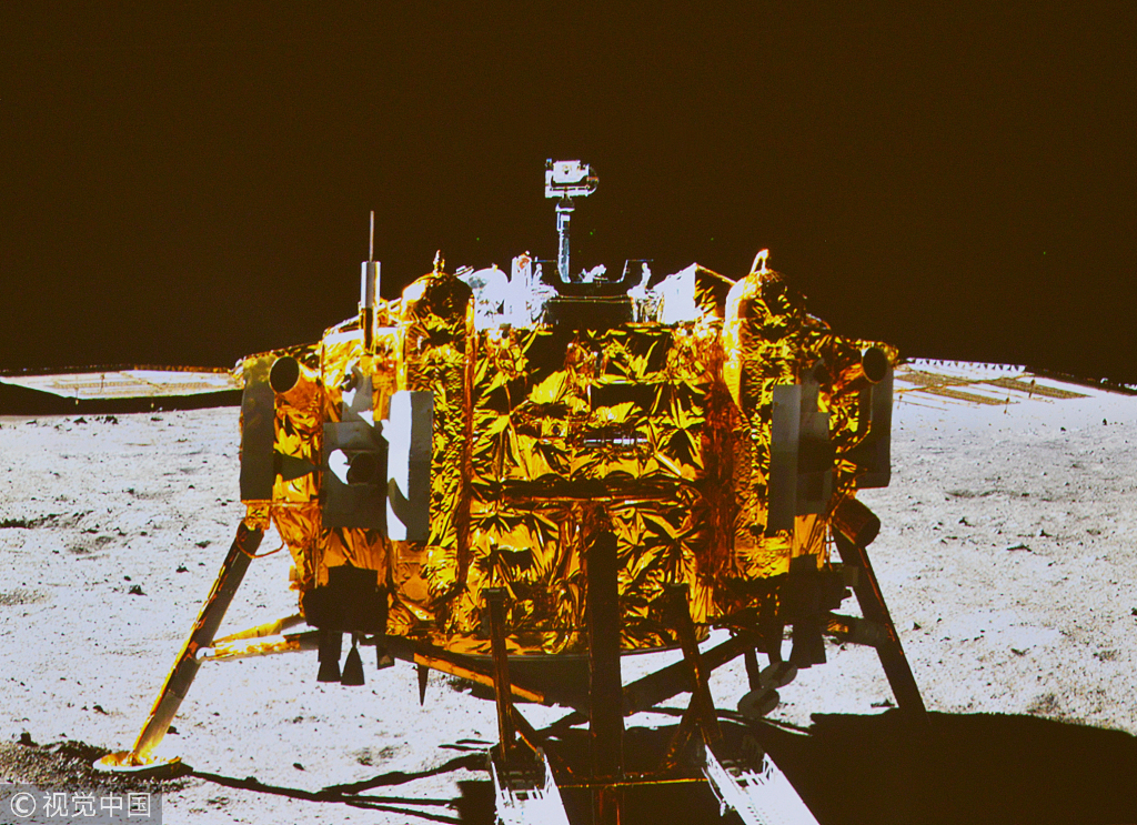 The photo of the Chang'e-3 moon lander taken by the camera on the Yutu moon rover on December 15, 2013 [File photo: VCG]