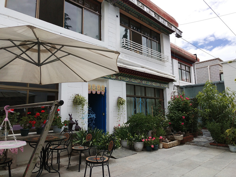 Lantian's two-storey Sweet Home in Lhasa [Photo: China Plus/Wang Lei]