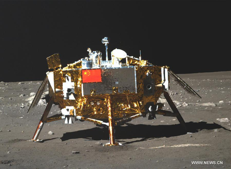 The photo of the Yutu moon rover taken by the camera on the Chang'e-3 moon lander on December 15, 2013 [File photo: VCG]