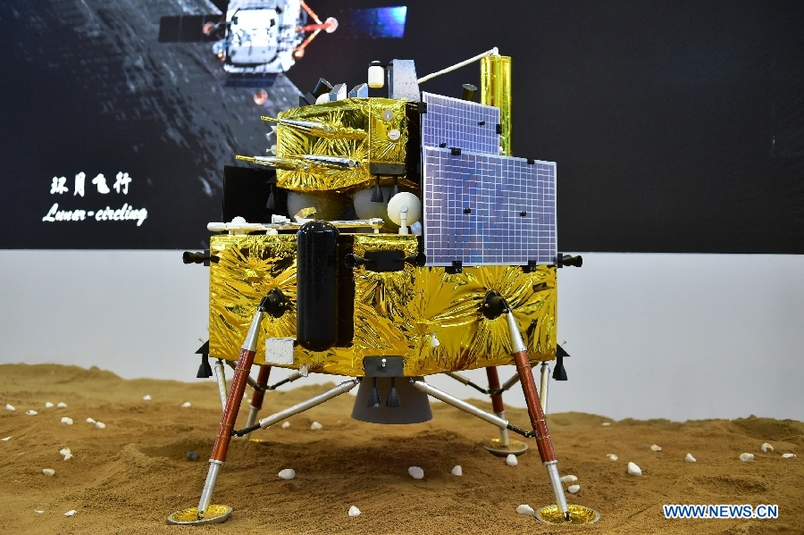 The model of Chang'e-5 lunar probe is exhibited at the 11th China International Aviation and Aerospace Exhibition in Zhuhai, Guangdong Province, on November 3, 2016. [File photo: Xinhua]