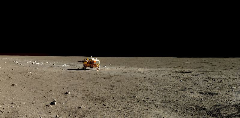 Photo provided by National Astronomical Observatory of the Chinese Academy of Sciences shows a high-resolution image of the lunar surface. The image was captured by the Chang'e 3 and Yutu rover. [File photo: Xinhua]