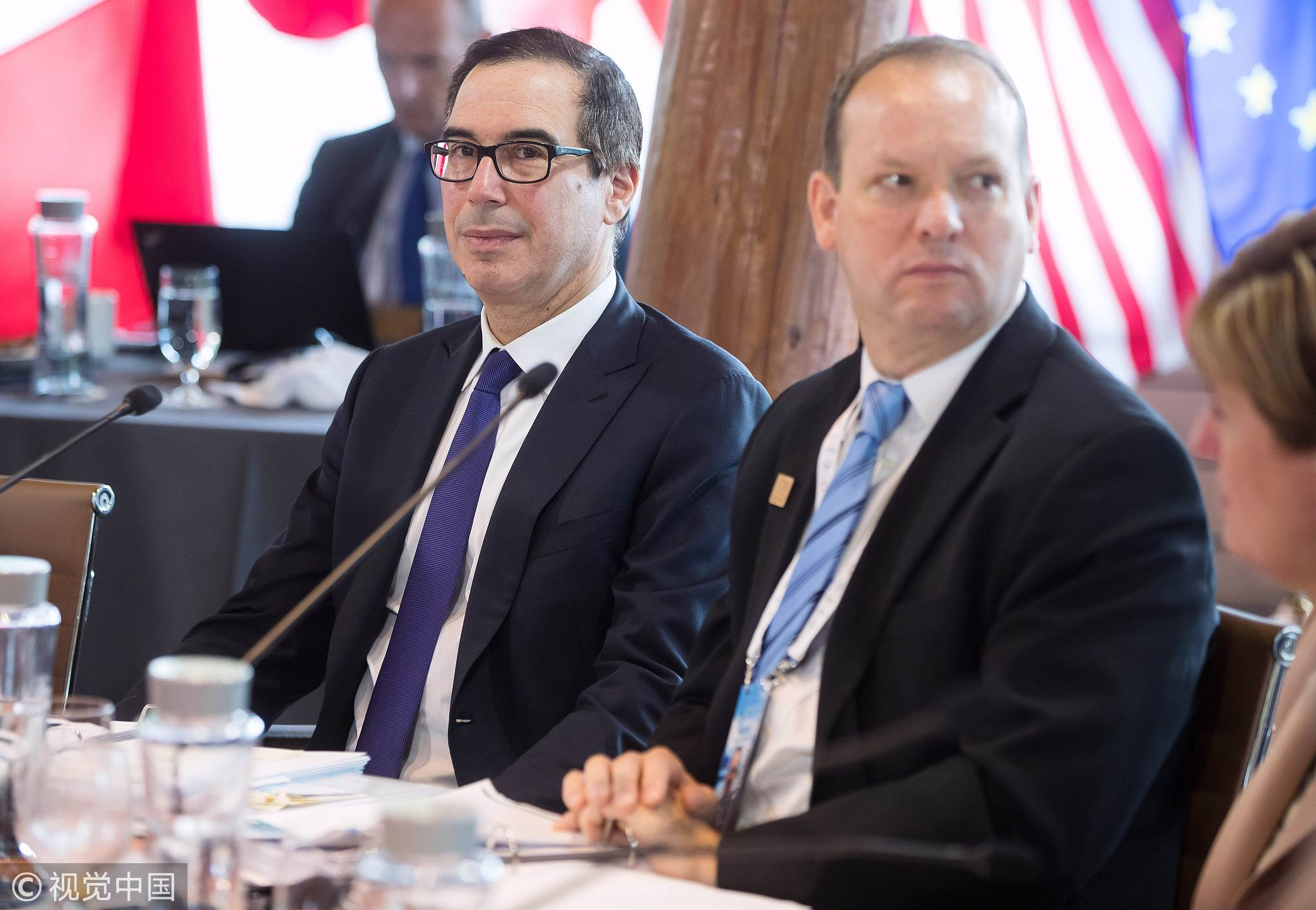 Steven Mnuchin, US Treasury secretary, left, and David Moore, acting deputy administrator of USAID, listen during the G7 finance ministers and central bank governors meeting in Whistler, British Columbia, Canada, on Friday, June 1, 2018. [Photo: VCG]