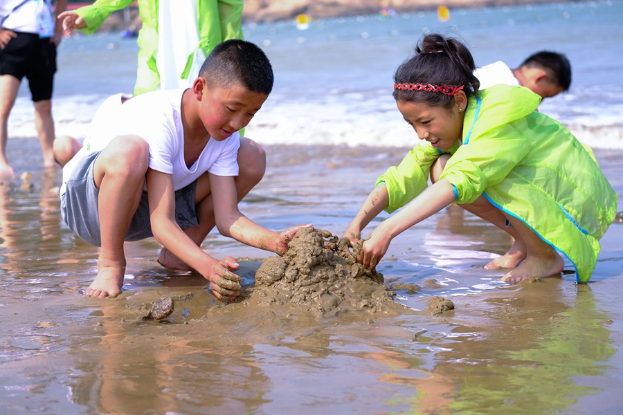 Students from China's Tibet experience one-week activity